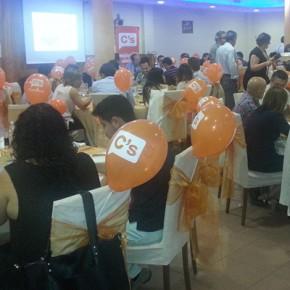 Ciudadanos (C's) de Vallirana realiza una cena para celebrar su primer aniversario